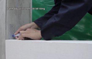 Đánh dấu vị trí trên cột bê tông